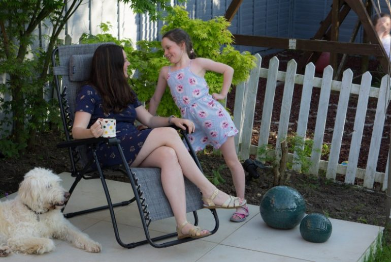 Are you looking for a nice garden chair? I needed a garden chair to relax in. Garden chair that reclines and sits up. The VonHaus Texoline Zero Gravity Chair Review